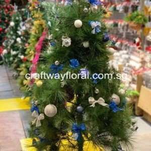 Blue and Silver Christmas scheme usually communicates a soothing, tranquil adding cool, elegance and a winter effect to the holiday decor.